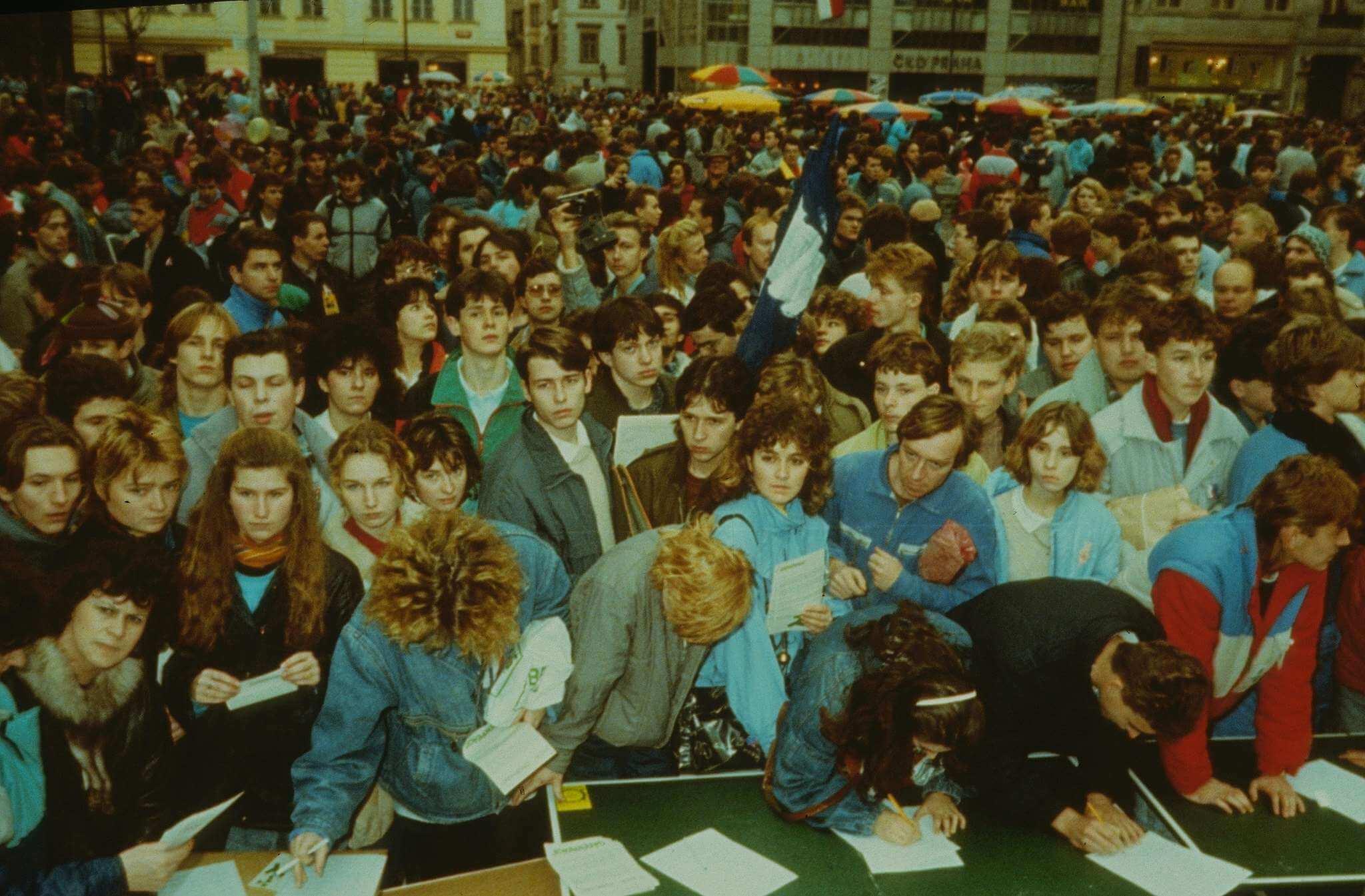 1989 Přijíždí duhový autobus